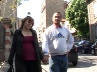 Enceinte, Emmanuelle vient accompagner de son mari et de son … beau-père !