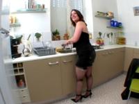 Comment enculer une ménagère au plus profond puis lui faire tout avaler ! (vidéo exclusive)*