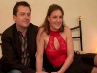 Casting d'une secrétaire et son mari et d'un couple mélangiste (vidéos exclusive