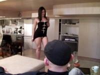 Angela joue à la soumise chez une personnalité du show-biz, fan de notre site !