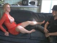 Chez 1 couple à Avignon: elle gode son mari dans la cuisine et fait éjaculer nos mecs dans la gamelle du chien ! (vidéo exclusive)