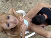 Justine, jeune blonde dévergondée, baisée dans les bois du Sud de la France (vidéo exclusive)