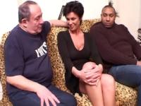 Vanille, une Milf Algérienne pour notre papy Rocky