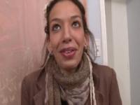 Premier essai vidéo pour Loredana, 18 ans, serveuse à Paris