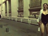Emma, 1ère exhib dans les rues de Nimes et plan cul au café du coin ! (vidéo exclusive)