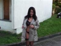 Marie-Charlotte, esthéticienne aux gros obus, offerte à domicile chez 1 bande de fans ! (vidéo exclusive)