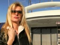Angélique, directrice d'une agence de com à Saint-Tropez, nous ouvre ses fesses ! (vidéo exclusive)