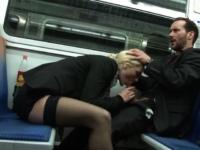 Alicia se fait baiser dans le métro, en chemin pour la boîte à cul! (vidéo exclusive!)