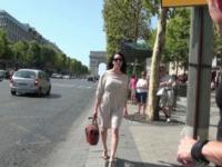 Rencontre chic et choc sur les Champs-Elysées ! (vidéo exclusive)