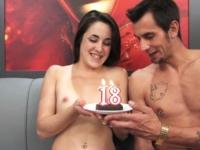 18 ans : dép uc elée pour son anniversaire !