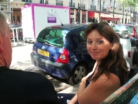 Sylvie, factrice en vélo à Neuilly, a un sens particulier du service public ! (vidéo exclusive)