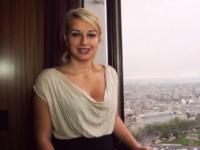 Tatiana de Caen reçoit la leçon de baise de sa vie! (vidéo exclusive)