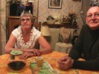 Mamie Joelle et son mari nous invitent pour un petit coup! (vidéo exclusive)