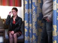 Madame B, professeur des écoles, dépucelée du cul à l'hôtel devant son mari ! (vidéo exclusive)