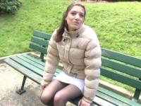 Coralie, jeune fille au pair venant de trouver une famille à Paris, baisée dans un parking ! (vidéo exclusive)