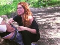 Céline; 1 rouquine suprise dans un bois voyeur à Toulon par Leeloo et Nico ! (vidéo exclusive)