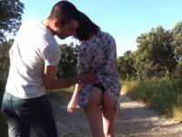 A Carcassonne elle nous emmène dans l'air de jeux derrière chez ses parents ! (vidéo exclusive)