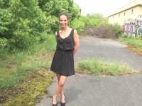Juliana, une mannequin qui a vaincu l'anorexie par la baise ! (vidéo exclusive)