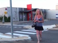 41 ans et pompiste sur l'autoroute A9, on va la chercher pour la baiser ! (vidéo exclusive)