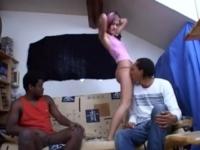 En direct de chez elle, Mayline se baise 2 fans qu'on lui a ramené (vidéo excluisve)