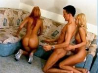 Trio FFH avec 2 blondes torrides.
