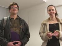 Sophie, la fille d'éleveur de poulet, vient avec François, un fan du Mans ! (vidéo exclusive)