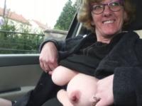 Lucie, 51 ans, secrétaire dans une petite entreprise de peinture, enculée ! (vidéo exclusive)