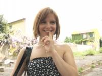 Andréa, sa mère et une robe de soirée : une drôle d'histoire ! (vidéo exclusive)