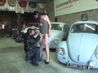 Nantes : on va baiser Lilas, caissière, dans le garage où bosse son copain ! (vidéo exclusive)