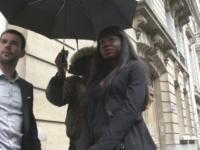 Aia, 25ans, fille d'un diplomate africain, accompagnée de son garde du corps pour narguer son papa ! (vidéo exclusive)
