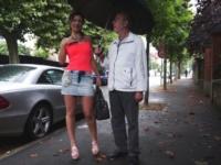 A Drancy, Julia arrive accompagnée de l'amant de sa maman ! (vidéo exclusive)