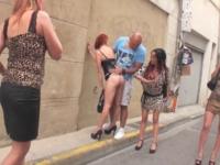Lyza, 24ans, secrétaire lyonnaise, soumise aux caprices de Margaux et Juan ! (vidéo exclusive)