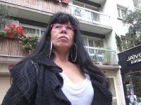 Marie-Claire, 52 ans, prof de maths vieille fille à Drancy ! (vidéo exclusive)