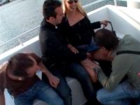 Mallory se fait inviter par 3 fans pour une petite virée en mer…et sodo au grand air !