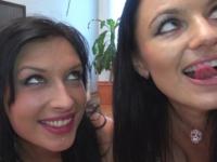 Un plan cul de rêve avec Ania et Amélie ! (vidéo exclusive)