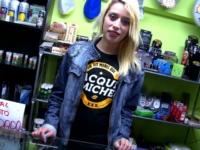 Erika, à la frontière espagnole, tient un … magasin de drogue ! (vidéo exclusive)
