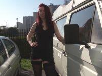 Zoé, 19 ans, énorme nympho qui parcours la France en Van pour faire le tour des casernes ! (vidéo exclusive)