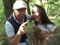 Jeune brunette fais sa pute dans les bois à Aix-en-Provence !
