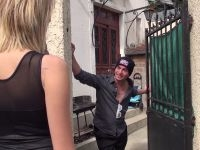 Aaron, un fan désopilant qui a dragué 400 meufs et baisé 140 d'entre elles, nous invite chez ses parents ! (vidéo exclusive)