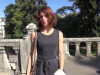 Timide historienne de 31 ans prise en double devant le château de Blois ! (vidéo exclusive)