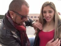 Elle décide de prendre sur elle et faire un porno pour emmerder ses parents ! (vidéo exclusive)