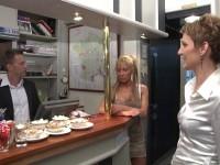 Partouze dans un restaurant à Bourges ! (vidéo exclusive)
