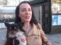 Elle vient faire du shopping sur les Champs-Elysés avce son petit toutou et se retrouve enculé par un black ! (vidéo exclusive)