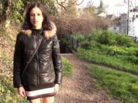 Samira, timide tunisienne, va devoir faire sa chienne ! (vidéo exclusive)