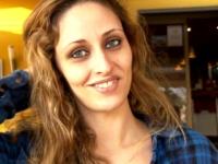 Tania, 24 ans, serveuse dans un restaurant, fait des extras ! (vidéo exclusive)