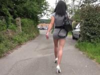 Julia, une salope aux fesses biens fermes qui n'aurait jamais dû monter dans ce taxi ! (vidéo exclusive)