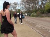 Lola, fleuriste à Bagneux, fait la pute au Bois de Boulogne ! (vidéo exclusive)