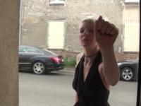 Mia, 34 ans, assistante de direction, adore se faire enculer ! (vidéo exclusive)