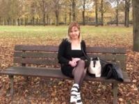 Mélanie, la serveuse à gros nichons de Rouen, pris en sandwich ! (vidéo exclusive)