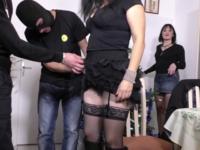 Patronne d'un garage à Bordeaux cette MILF voulait se faire enculer à la chaîne ! (vidéo exclusive)